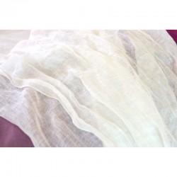 Echarpe vaporeuse en étamine de lin blanc